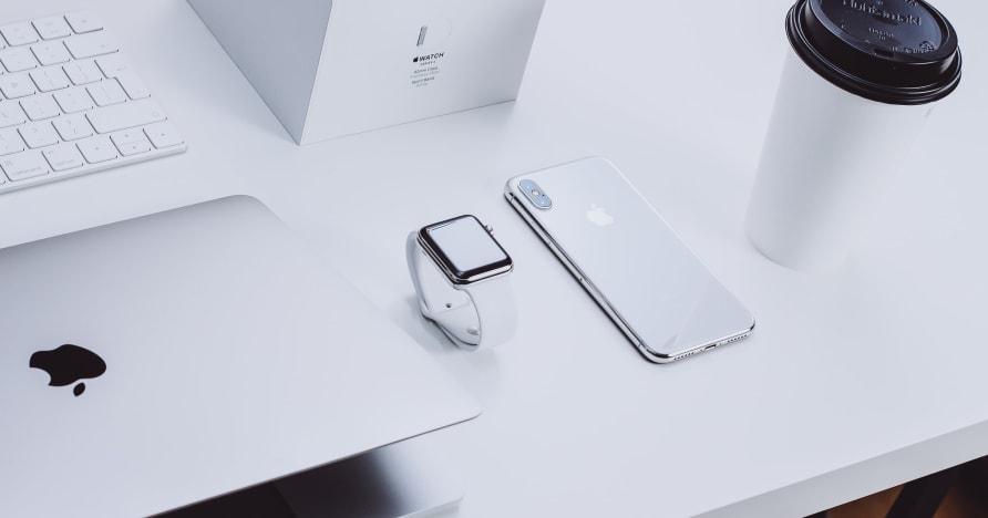 """Apple подала в суд за размещение """"нелегальных"""" приложений для социальных сетей"""