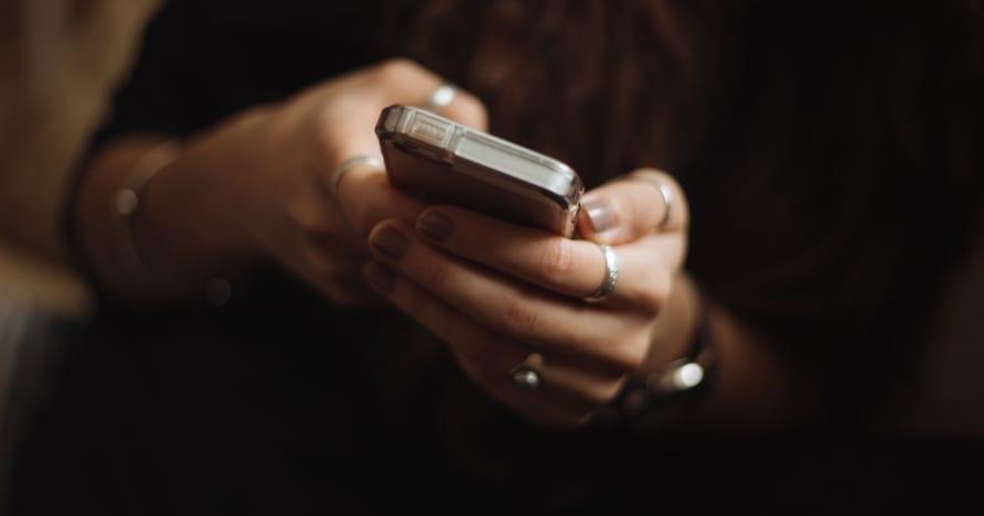 Причины начать играть в онлайн-казино на мобильном устройстве